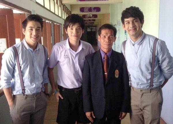 สานฝันวัยเรียน คชา เล่นดนตรีโชว์สาว!!! ใน รถโรงเรียน High School Reunion