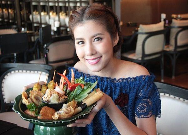 เอสเธอร์-แพตตี้ สวมบทสาวชาววัง พาชิมสุดยอดอาหารไทยสไตล์วังหลวง