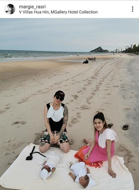 มาร์กี้-ป๊อก อุ้มลูกแฝดเที่ยวทะเลครั้งแรก