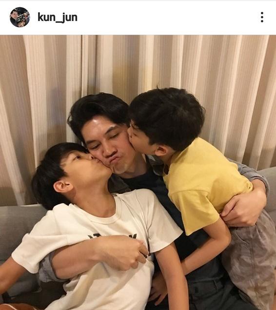 เคน กับลูกชายทั้งสอง