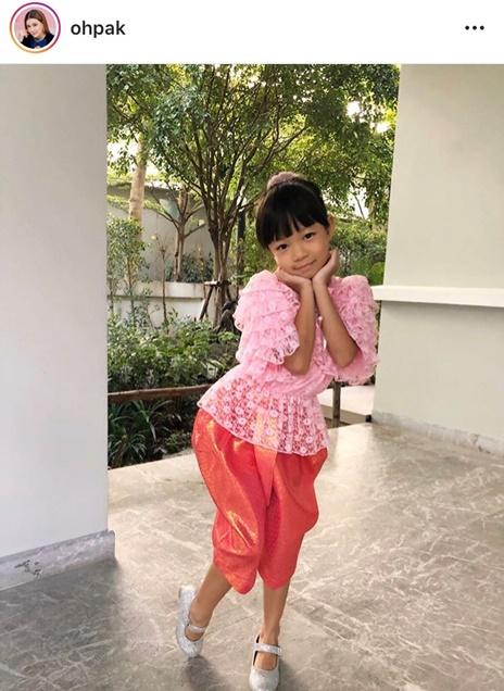 ลูกดาราใส่ชุดไทย วันลอยกระทง