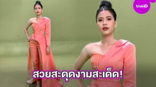 สาวน้อยร้อยล้านวิว! กระต่าย พรรณนิภา รวบผมดึงในชุดไทย โครงหน้าสวยสะดุดจนแฟนตะลึง