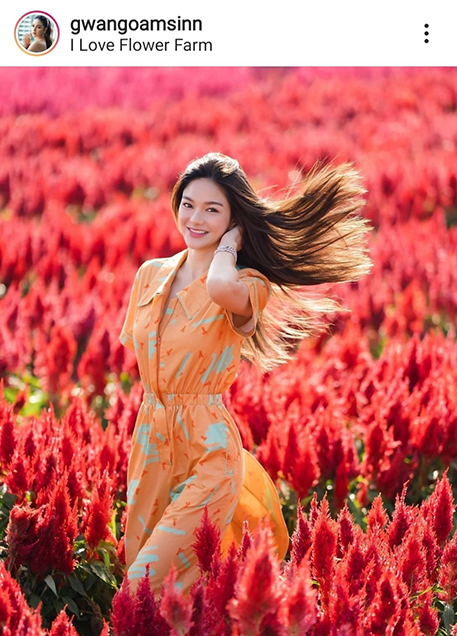 สดใสกว่าดอกไม้! กวาง วรรณปิยะ ร่าเริงแจ่มใสคู่ต้นหงอนไก่ เซ็ตนี้ละมุนหัวใจมาก