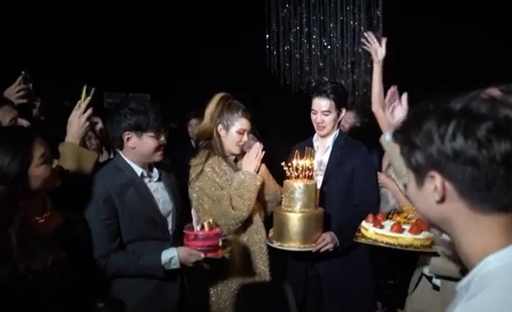 """""""เกรซ กาญจน์เกล้า""""อวดซีนสวีต""""ไฮโซนิค""""ฉลองวันเกิดครบ32ปี"""
