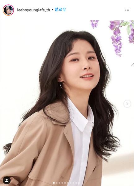 ประวัติ อีโบยอง (Lee Bo Young)