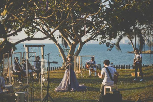 เอิ๊ต ภัทรวี เนรมิตชายหาดเป็นห้องอัด เพลง Sky & Sea พร้อม5ขุนพลดนตรีร่วมงาน