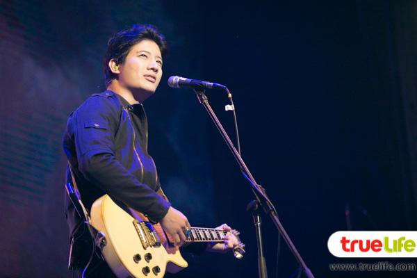เป้ อารักษ์-the Guitar Mag Awards 2015