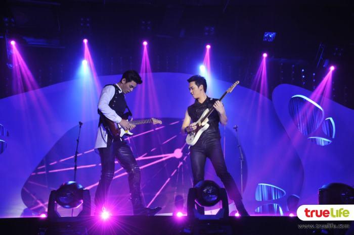 คู่พี่น้องนักดนตรีว มาริว V7  ปะทะ โบ๊ท V10 ในเพลง ลืมไปว่าไม่รักกัน
