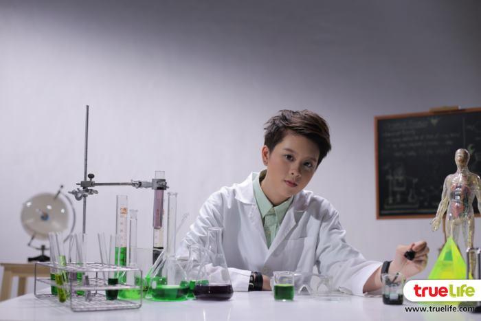 นักทดลองวิทยาศาสตร์ แบมแบมก็ถ่ายทอดออกมาได้ดี