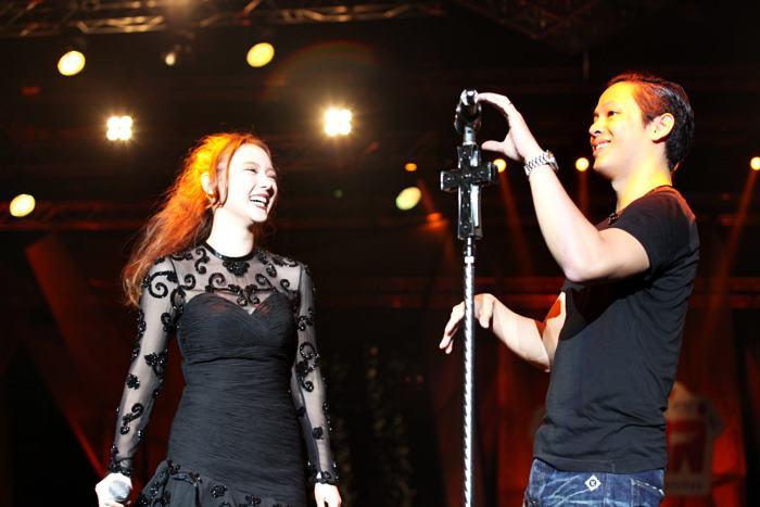 ตูน บอดี้สแลม นำทีมทัพศิลปิน - เน็ตไอดอล มันส์สนั่นใน เทศกาลดนตรี จิ้มไหล่ เฟสติวัล 2