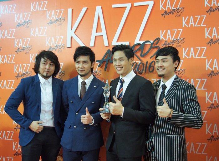 รักษาแชมป์! 4หนุ่ม Season Five คว้าศิลปินกลุ่มยอดนิยม 2ปีซ้อน Kazz Awards 2016