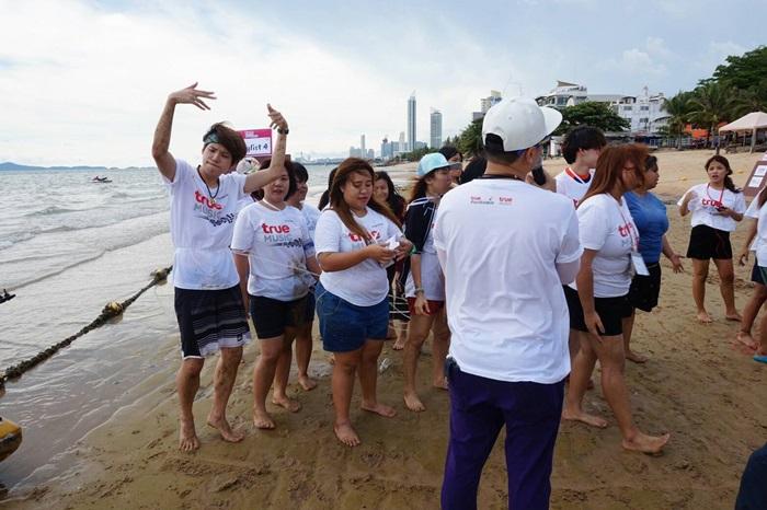 เต๋า - คชา พาผู้โชคดีจากกิจกรรม Truemusic Rally ร่วมเล่นเกมริมชายหาดจอมเทียน พร้อมดินเนอร์-ชมมินิคอนเสิร์ตสุดประทับใจ