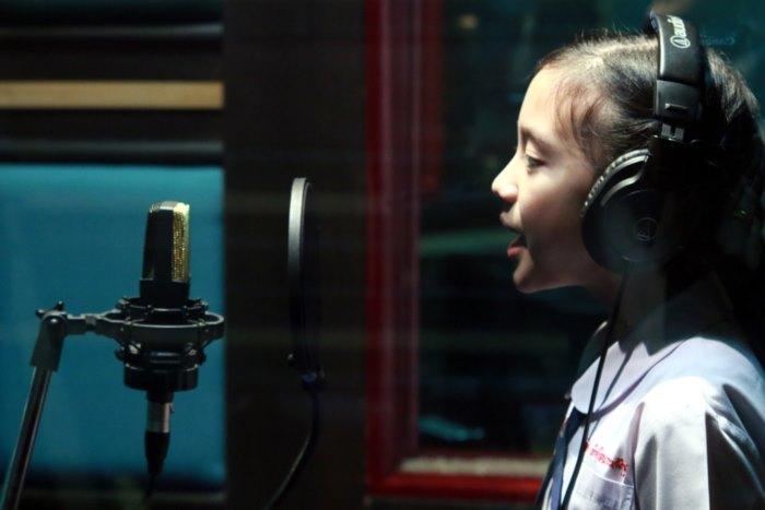 (MV) คุณตา สันติ จูงลูกหลานไทย ขับขาน บทเพลงพระราชนิพนธ์ ความฝันอันสูงสุด