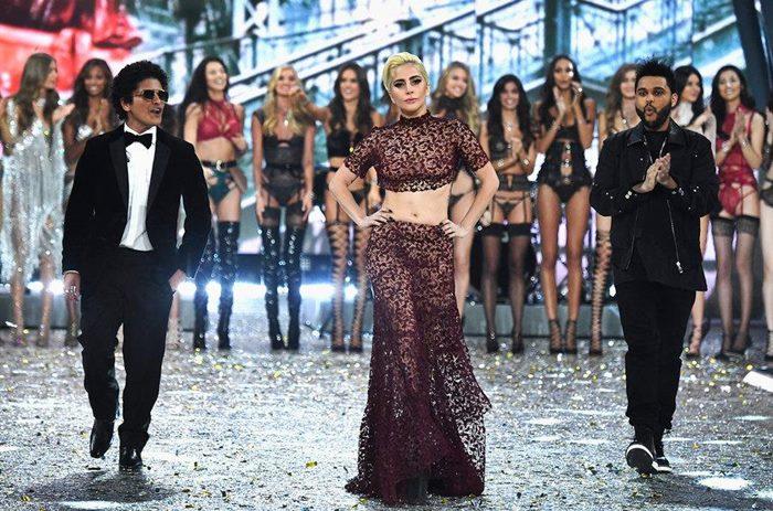 เริ่ดส่งท้ายปี! ขุ่นแม่ Lady Gaga - The Weeknd ร้องจัดเต็ม ใน Victoria's Secret Fashion Show 2016
