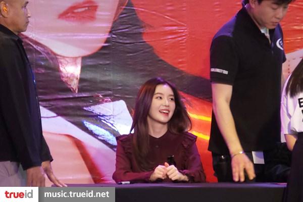 4 สาว Red Velvet แจกความสดใส ออร่ากระจาย ในงาน Special Fan Signing Event in Bangkok