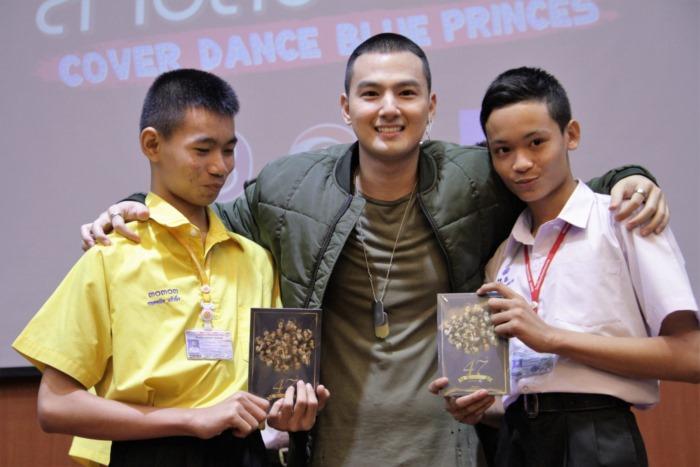4 หนุ่ม วง Blue Princes จากสายลับจับแอ๊บ บุกถึงโรงเรียน ชวน Cover Dance
