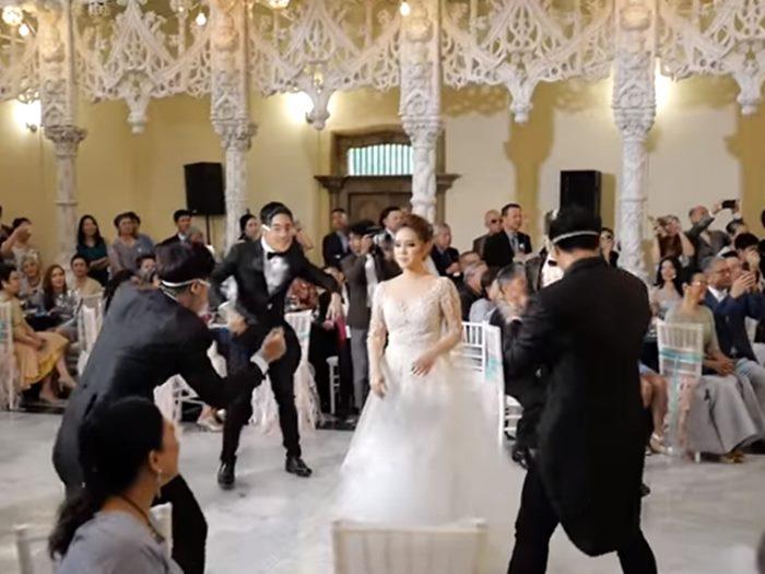 คลิป 2 พี่ชาย โต๋ ศักดิ์สิทธิ์ เต๋ พรรศักดิ์ จัดเซอร์ไพรส์น้องสาวในงานแต่งงาน น่ารักกว่านี้มีอีกมั้ย!