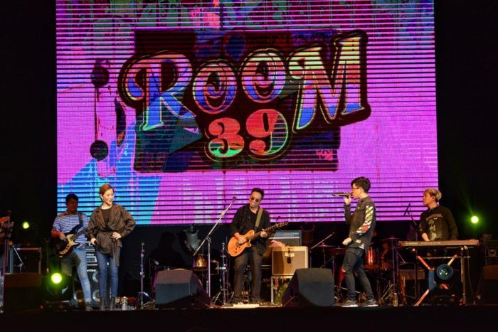 ฟินจิกหมอน! ROOM39 ดวลเพลง สงกรานต์ ใกล้ชิดแฟนเพลง ในคอนเสิร์ต GSB 2 TONE CONCERT