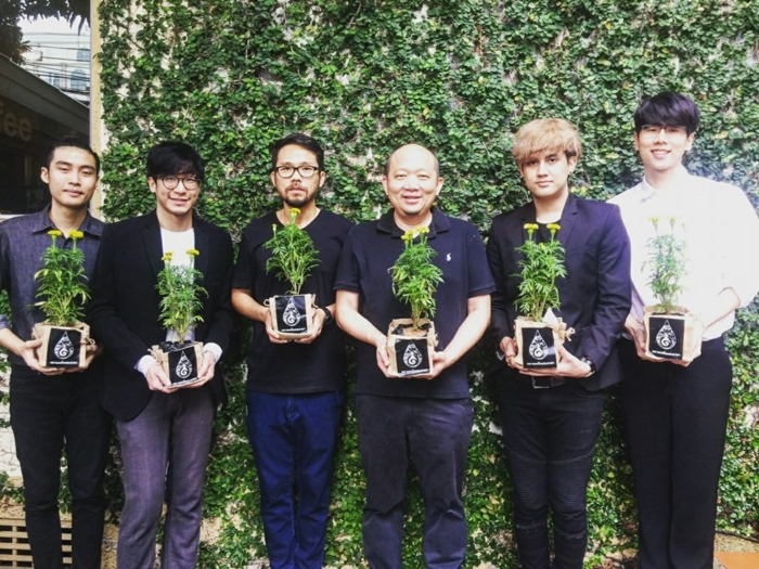 ศิลปินทั่วไทย รวมใจ ปลูกดอกดาวเรือง น้อมรำลึกแสดงความจงรักภักดีแด่ ในหลวง รัชกาลที่ ๙