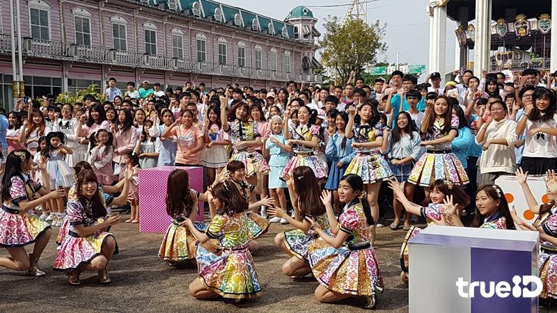 สดใส ใจเกินร้อย!! BNK48 พร้อมแฟนคลับกว่า2พัน ร่วมถ่าย MV คุกกี้เสี่ยงทาย