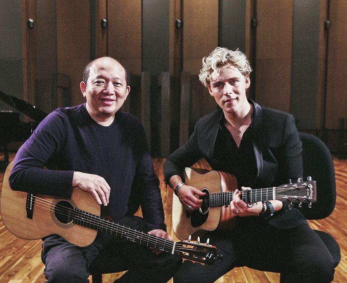 คริสโตเฟอร์ นักร้องหนุ่มเดนมาร์ก ร่วมกับ บอย โกสิยพงษ์ ทำเพลง To Me ฉันดีใจที่มีเธอ ฉบับภาษาอังกฤษ