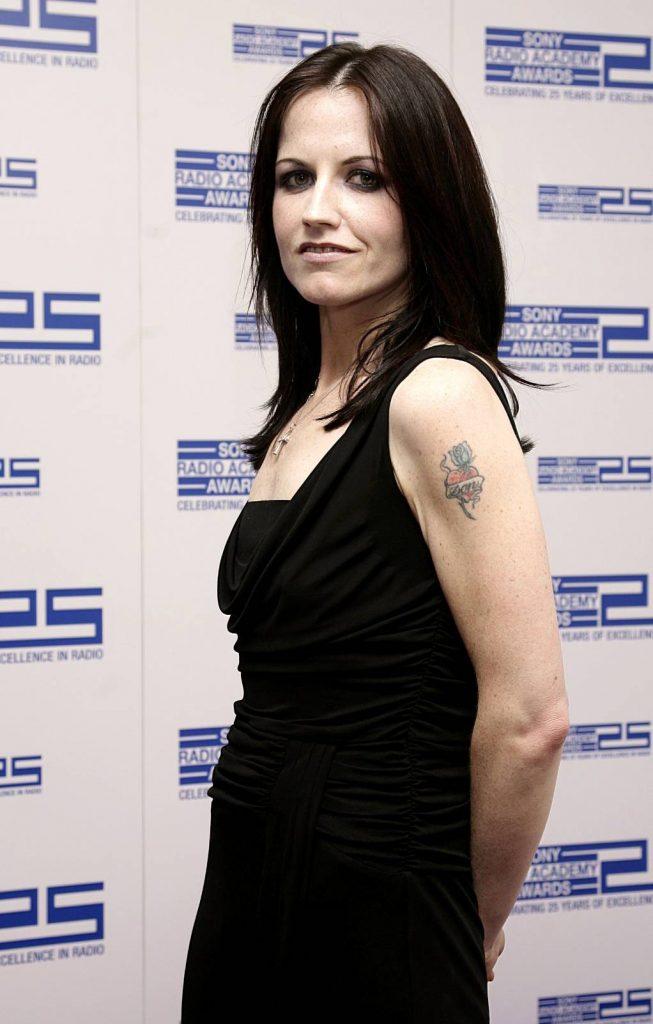 แฟนเพลงทั่วโลกช็อก! Dolores O'Riordan นักร้องนำ The Cranberries เสียชีวิตแล้ว! เจ้าของเพลงฮิต Zombie