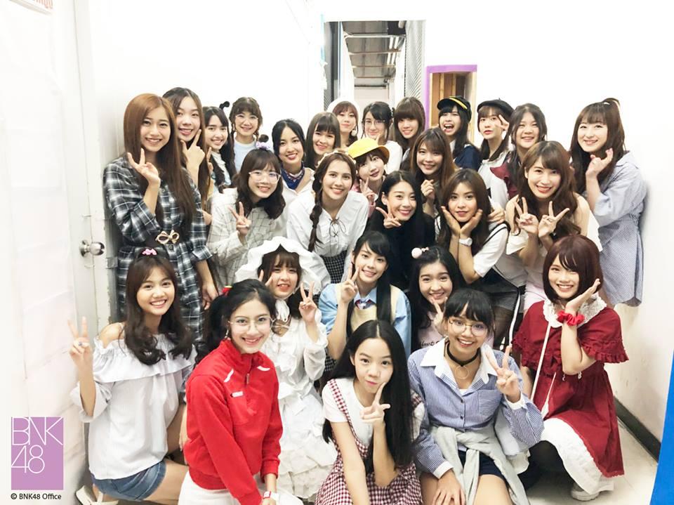 ของมันต้องมี! BNK48 1st Photobook เล่มแรกจากสมาชิก BNK48