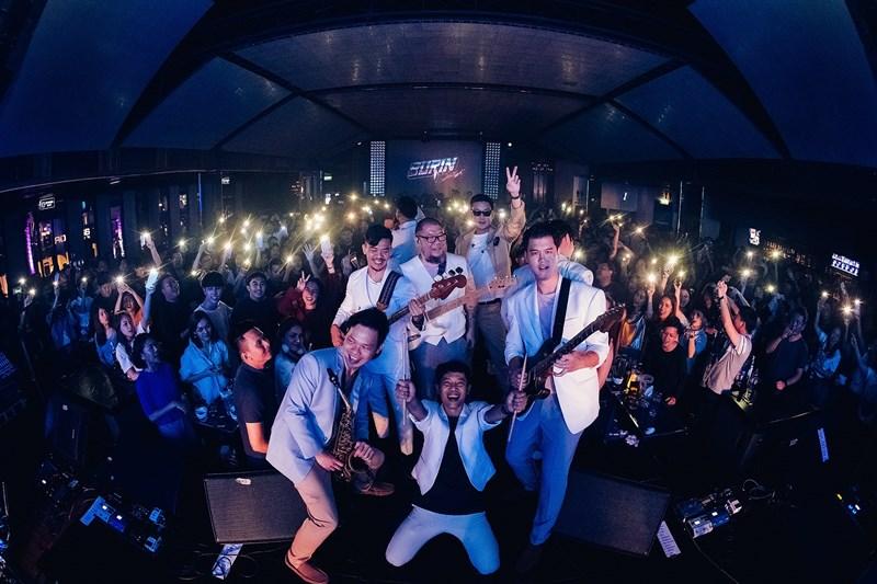 บุรินทร์ คัมแบ็ก! ย้ายบ้านใหม่ มิวซิกมูฟฯ จัดใหญ่คอนเสิร์ตเปิดตัวซิงเกิ้ลใหม่ในรอบ7ปี (คลิป)