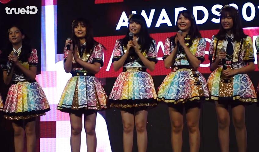 (คลิป) BNK48 สุดภูมิใจ รางวัลแรกของทีม คว้ารางวัล ศิลปินกลุ่มที่ใช้โซเชียลได้ยอดเยียม จาก Zocial Award 2018