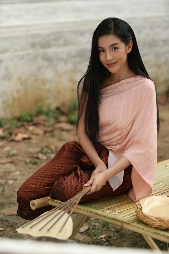 ใบเตย อาร์สยาม ชวนออเจ้าทั้งหลาย แต่งชุดไทย เล่นน้ำสงกรานต์