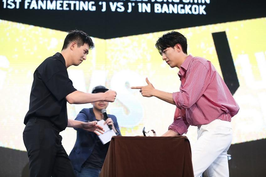 จงฮยอน ปะทะ จองชิน สุดยอดแฟนมีตติ้งคู่ครั้งแรกที่เดียวในเมืองไทย