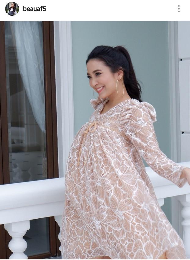 คุณแม่หน้าสวย! โบว์ สาวิตรี โชว์ท้อง 7 เดือน แต่หน้ายังเป๊ะ