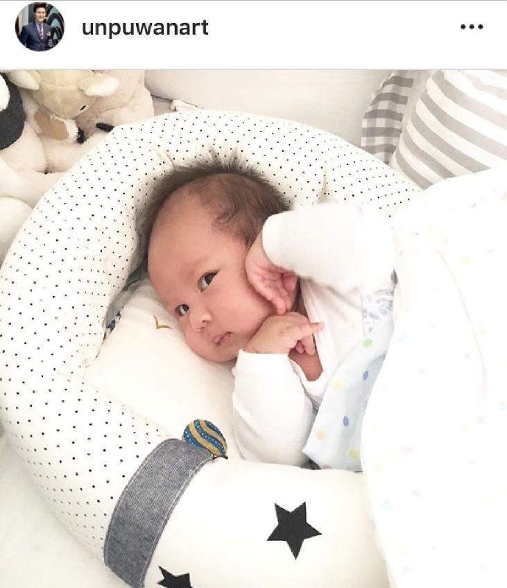 ขออุ้มหน่อยนะ! น้องริสาลูกพ่อตู่ - เบบี้พอลลูกพ่ออั๋น วัย 2 เดือน น่ารักจนป้าใจละลาย (มีคลิป)