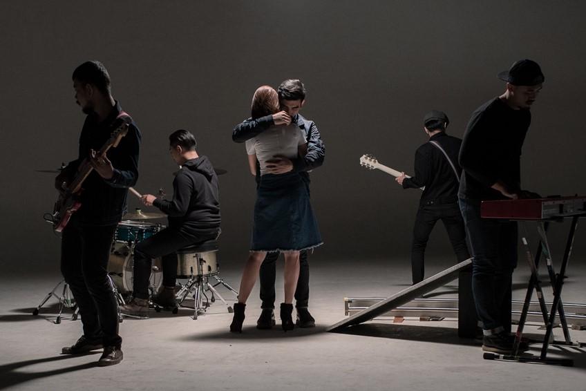 เจ็บแล้วจำคือคน เจ็บแล้วทนคือคนไม่มีเงื่อนไข สงกรานต์ ส่งแคปชั่นเด็ด สะท้อนความหมายเพลงใหม่
