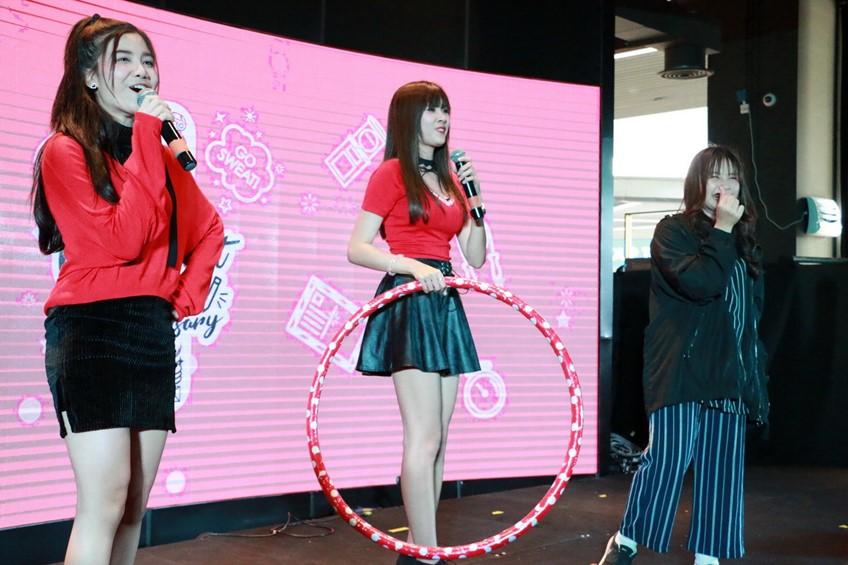 ใกล้ชิดจนใจสั่น กับ 13 สาว SWEAT16! ในงาน Fanmeet & Fansign ครบรอบ 1ปี!