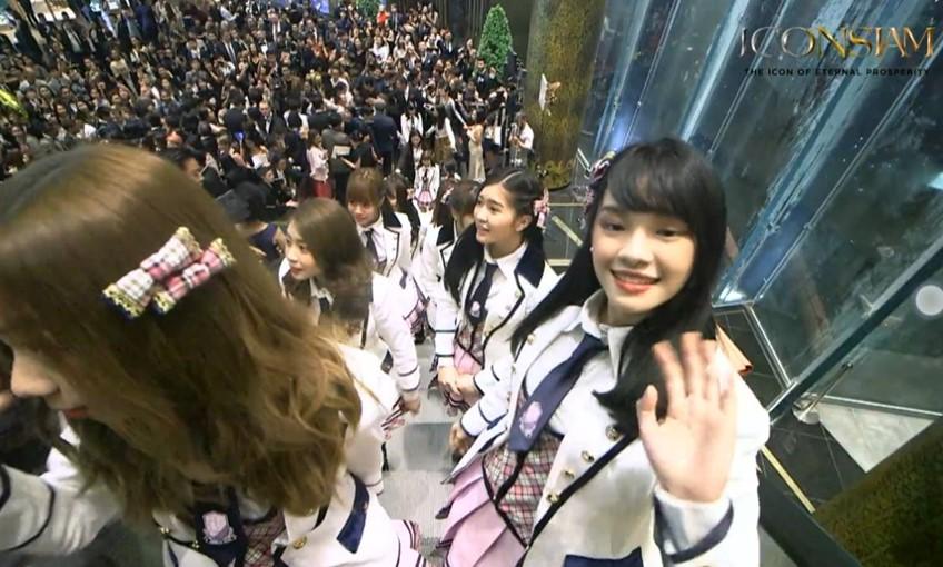สวยพี่สวย! BNK48 ร่วมงานเปิดตัว ไอคอนสยาม พร้อมเปิดตัวชุดใหม่