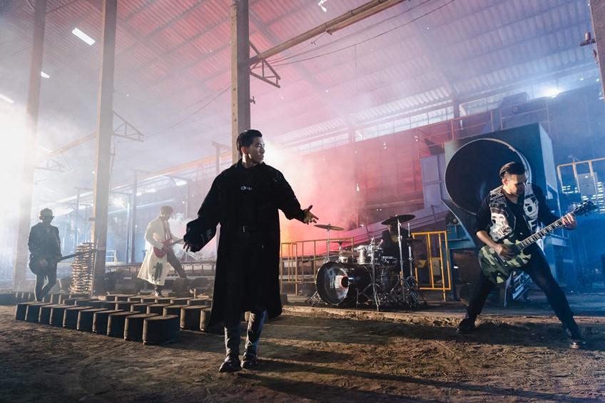 โตโน่ แอนด์ เดอะดัสท์ ควักกระเป๋าทำอัลบั้มแรกในชีวิต จรจัด พร้อมเสิร์ฟซิงเกิ้ลใหม่ อยู่เป็น