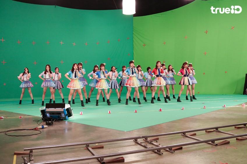 มาแรงเวอร์!! BNK48 ปล่อยเอ็มวี BNK Festival พร้อมภาพเบื้องหลังเอ็มวี