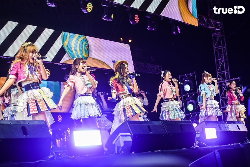 BNK48 เน้น ๆ! ภาพชัด จัดหนัก ในชุด BNK Festival จากงาน CAT EXPO 5 คนเล็ก เพลงโต