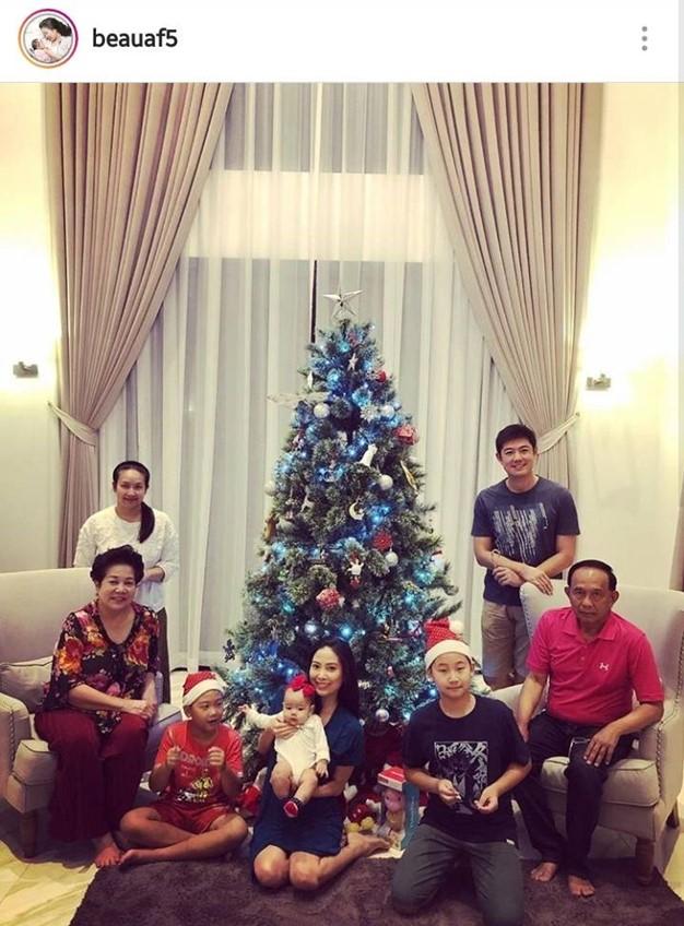 คริสต์มาสปีนี้ แฮปปี้จัง! นักร้องชาย หญิง แปลงกายเป็น ซานต้า แซนตี้ สุดน่ารัก!