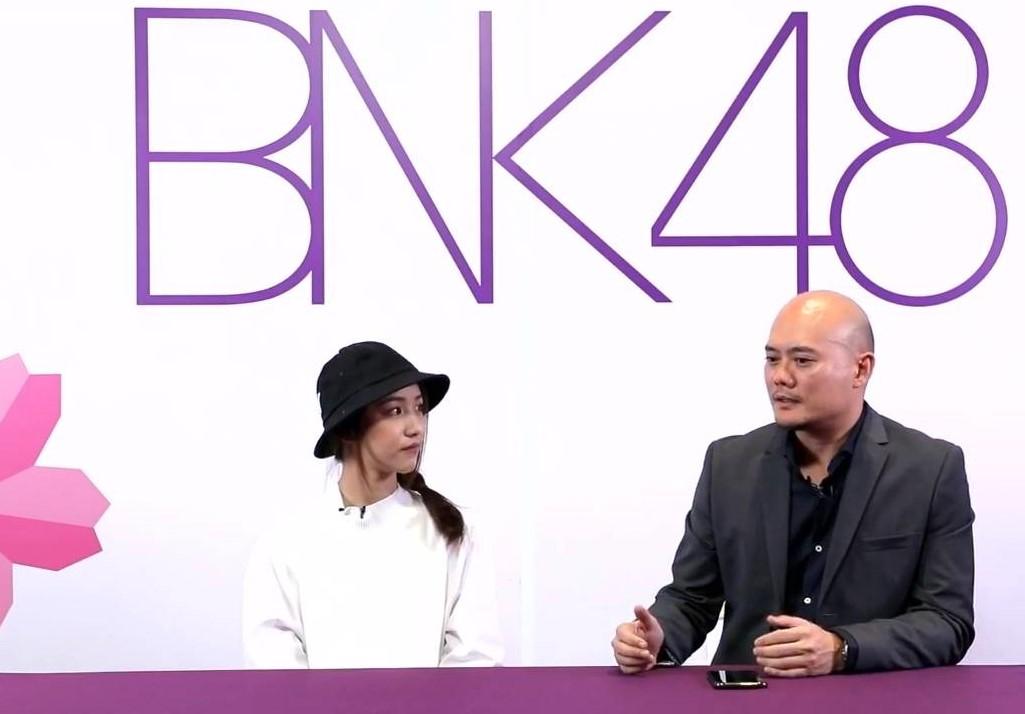สรุปประเด็น เค้ก BNK48 ขอโทษที่อดีตไม่ได้ดีที่สุด! จ๊อบซัง เปิดโต๊ะไลฟ์ ชี้แจง หลังออกจากวง เข้าแจ้ง ปอท.