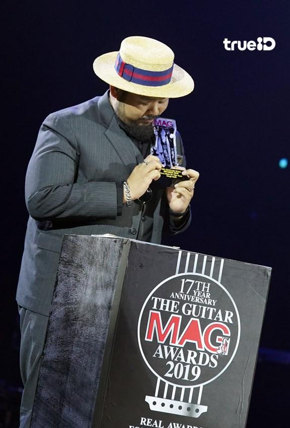 ป๊อบ ปองกูล ปล่อยโฮกลางเวทีประกาศรางวัล หลังได้กำลังใจจากคนแวดวงดนตรี (มีคลิป)