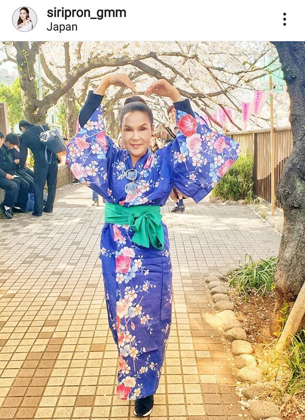 คนนิจิวะ! ศิริพร อำไพพงษ์ เที่ยวญี่ปุ่นใส่กิโมโน วัย 54 แต่งแบบนี้สวยแปลกตาเลย (มีคลิป)
