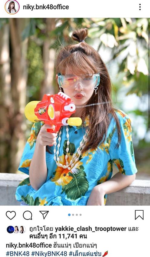 อยากโดนฉีดน้ำ! นิกี้ BNK48 สวยละมุนในชุดสงกรานต์ น่ารักแบบนี้ขอประแป้งได้ไหม?