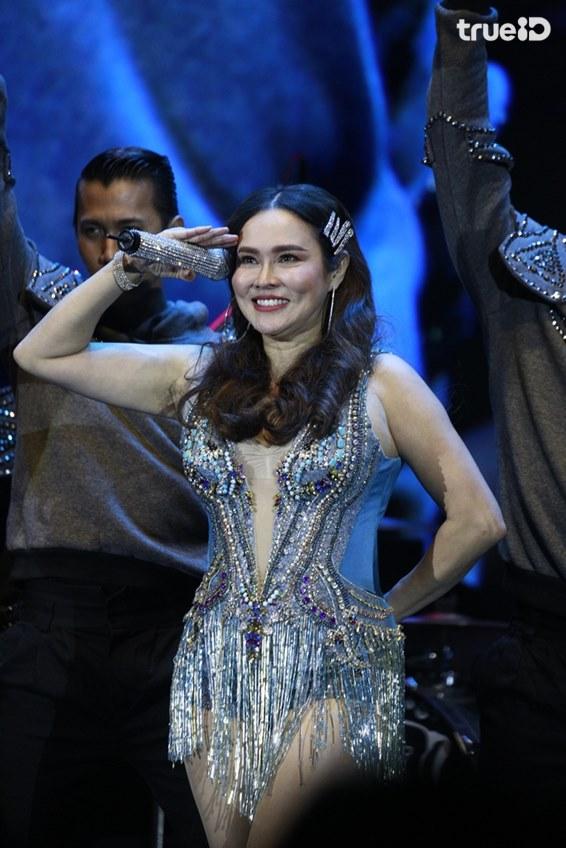 ไม่มีใครยอมกัน! ติ๊นา ปะทะ ใหม่ ชวนแฟนเพลงแม่ย้อยเต้นยับ! ในคอนเสิร์ต Queens of Dance
