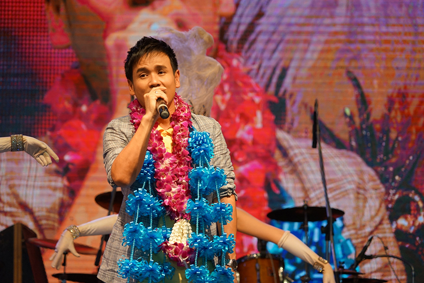 ประมวลภาพ! ลูกทุ่งมหานคร 95 จัดมหกรรมคอนเสิร์ตแรงงานไทย เทิดไท้องค์ราชัน