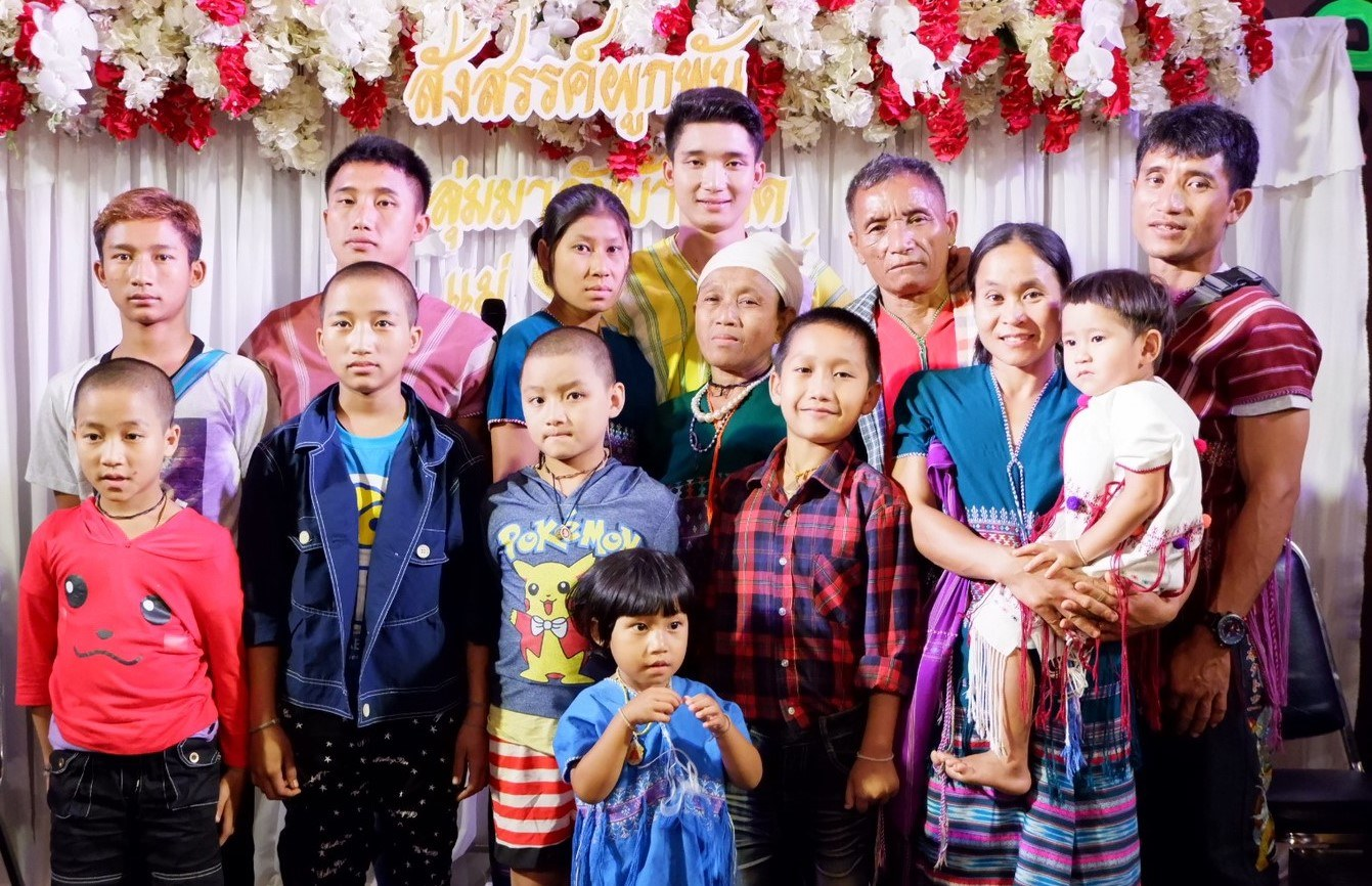 รูปที่รอคอย! นัน อนันต์ ไมค์ทองคำ ยกครอบครัวลงดอย ร่วมฉลองวันเกิดแสนอบอุ่น