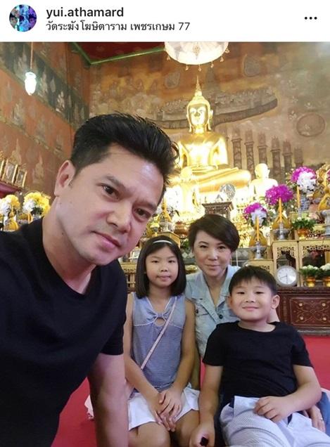 หวานเจี๊ยบ!! เต๋า สมชาย จูบภรรยา ยุ้ย ฉลองครบรอบแต่งงาน 10 ปี ลั่นเป็นเมียพี่ต้องอดทน