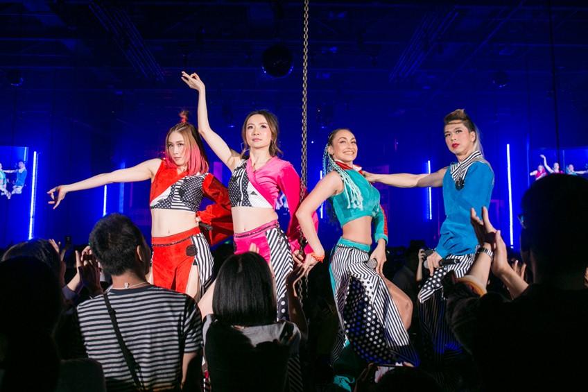 Cassette Festival! วัยรุ่นยุค90 ฟินจุก ๆ ร้องเป๊ะ เต้นยับ กับเพลงยุคตลับเทป (มีคลิป)