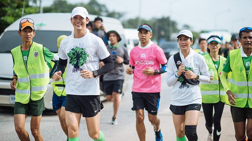 เริ่มก้าวแล้ว! ตูน บอดี้สแลม นำทีมวิ่งเพื่อ 8 โรงพยาบาลชุมชนภาคอีสาน วันแรกคึกคัก